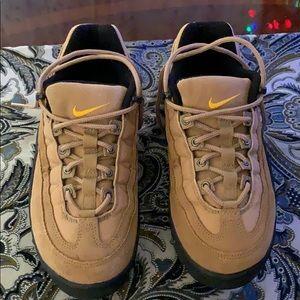 Nike Air ACG women 8 suede Pre-worn,look like new